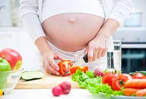 Alimentazione in gravidanza. Cosa non posso mangiare? Quali accorgimenti devo mettere in atto nella preparazione dei cibi?